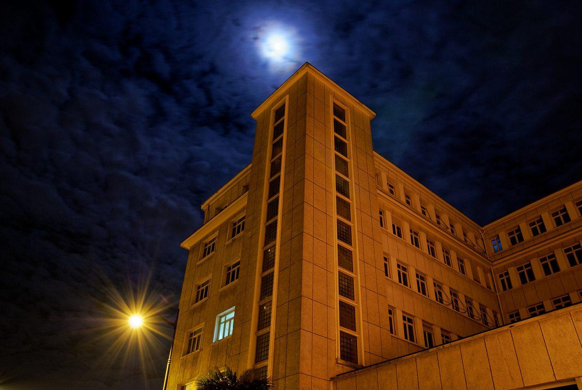 Rennes nuit-Les deux lunes-Photographie urbaine