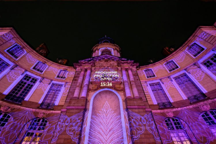 "Article Rennes illumination 2019-spectacle Hôtel de Ville ""Casse-noisette s'emballe"""